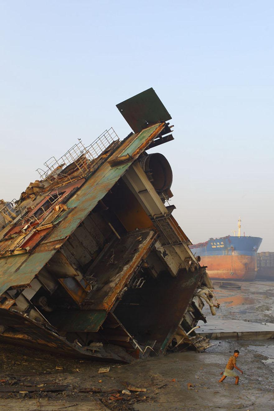 Shipbreaking la revue des ressources for Miroir dans la boue